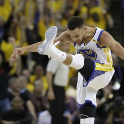 WATCH: Steph Curry throws away fan's LeBron sneakers