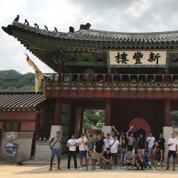 PHI men's team enjoys Suwon City on rest day Sunday