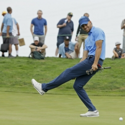 Stephen Curry heats up after slow start in pro golf debut