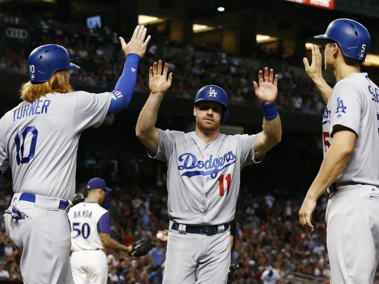 Turner, Hernandez lead Dodgers to victory over Arizona