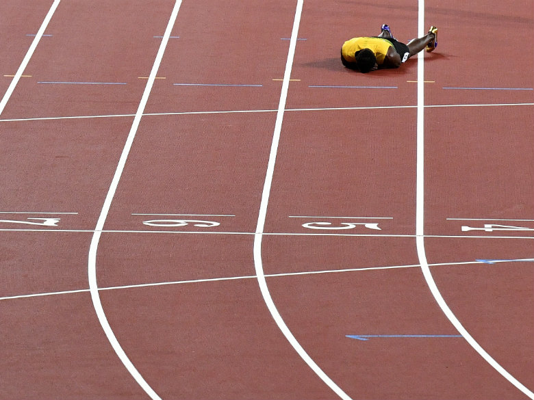 Bolt takes a tumble and can't complete final race at worlds