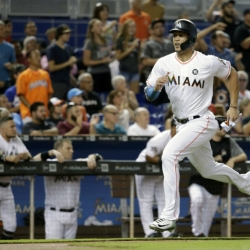 Stanton homers in 6th straight, Marlins fall 9-4 to Giants