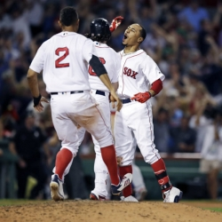 Red Sox rally to beat Cardinals 5-4