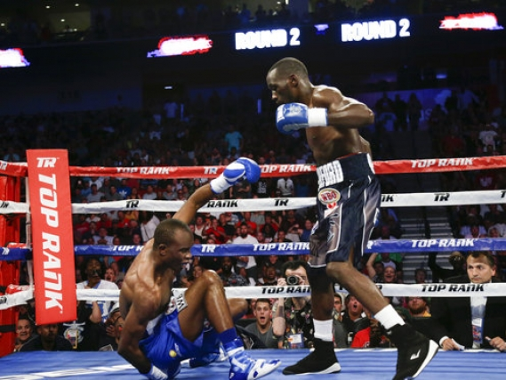Undisputed champ: Crawford stops Indongo in 3rd round