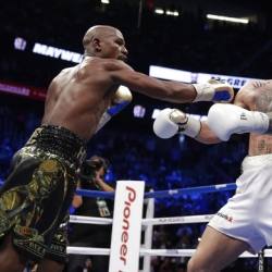 50-0! Mayweather knocks out McGregor in ten rounds