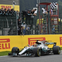 Hamilton seeks pole record in front of Ferrari fans at Monza