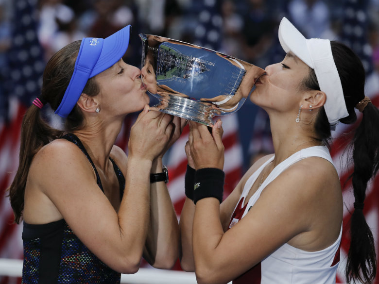 Hingis earns 25th Grand Slam title with women's doubles win