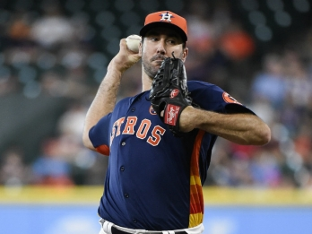 Verlander stars as Astros clinch AL West