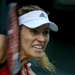 Kerber ousts local favorite Osaka at Pan-Pacific Open