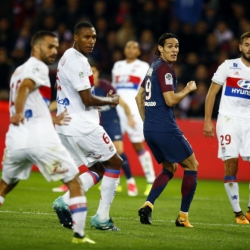War of egos weakens Cavani at Paris Saint-Germain