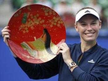 Wozniacki beats Pavlyuchenkova to retain Pan Pacific title
