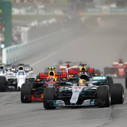Mercedes unhappy despite extending lead in F1 title race