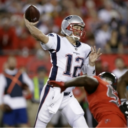 Brady throws for 303 yards, Patriots hold off Bucs 19-14