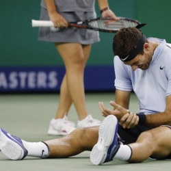 Del Potro has wrist placed in splint after fall in Shanghai