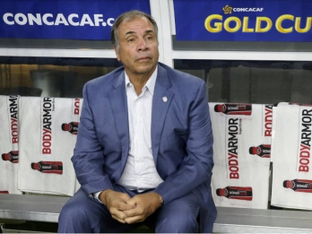 Arena quits after US World Cup failure, Gulati stays for now