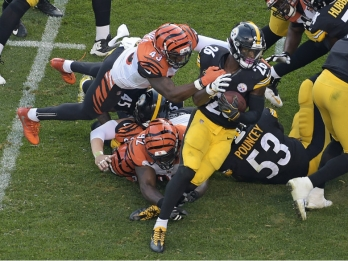 Steelers shut down Bengals in second half to pull away