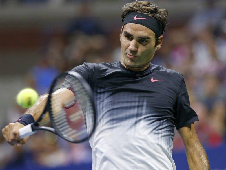 Federer into Swiss Indoors semis; Del Potro to play Cilic