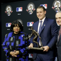 Cancer survivor, World Series champ Rizzo is Clemente winner