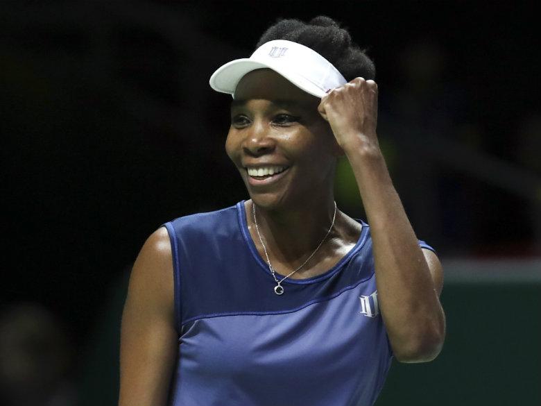 Williams, Wozniacki win at WTA Finals; Halep stays No. 1