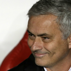 Man U beats Spurs 1-0 to keep in touch with Man City in EPL