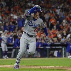Bellinger wakes up Dodgers, who tie Series at 2 games apiece