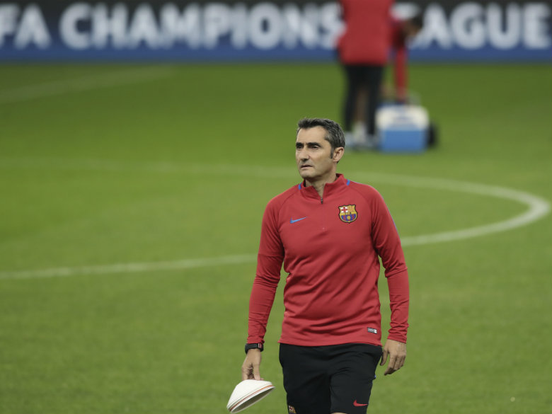 Barcelona's Valverde says players not distracted by crisis