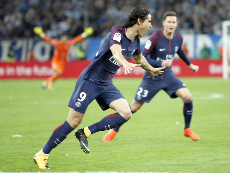 Cavani passes 100 Ligue 1 goals for PSG in 5-0 win at Angers