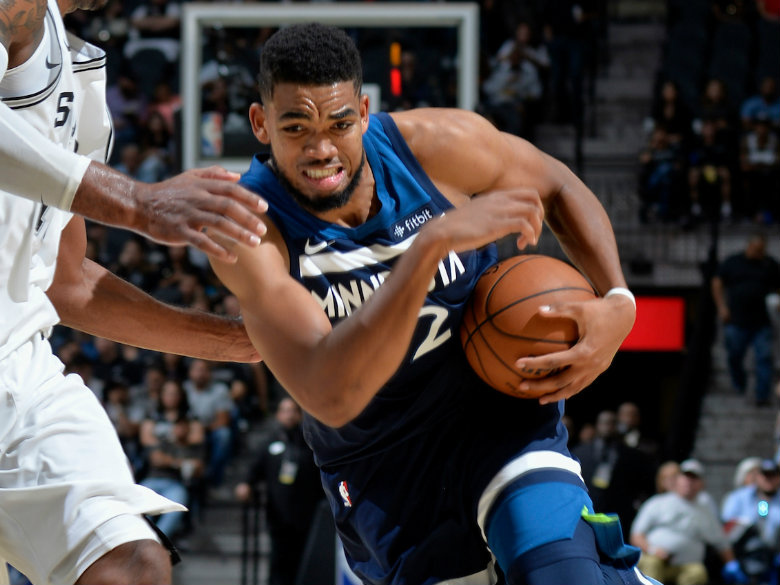 Towns leads Timberwolves past floundering Mavericks 112-99