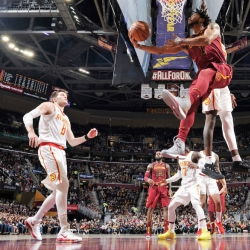 Ankle woes keep Rose out of Rockets game