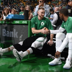 Hayward gets encouragement from Kobe, other athletes
