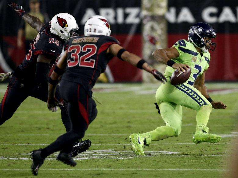 Wilson throws 2 TD passes, Seahawks win again in Arizona