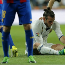 Real Madrid's Gareth Bale hit by another left leg injury