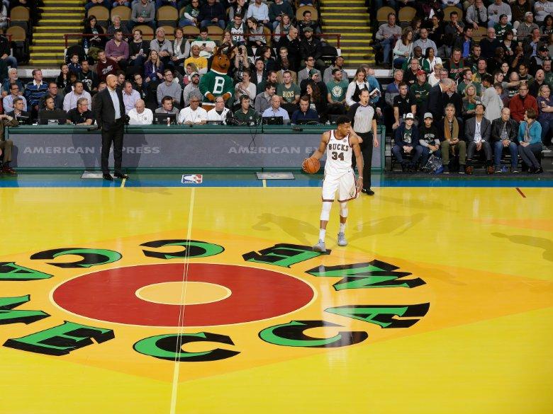 Antetokounmpo leads Bucks past Spurs in Bledsoe's debut