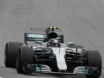 Bottas takes Brazilian GP pole after Hamilton crashes