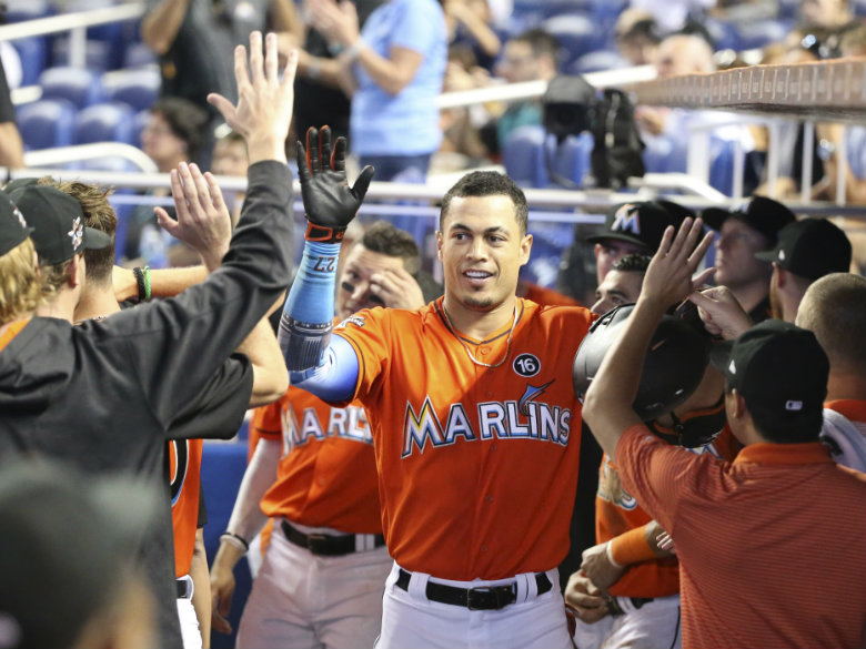 Giancarlo Stanton trade rumors: Cardinals, Marlins 'discussed trade concepts' today, per report