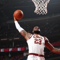 LeBron James scores 31 points, Cavaliers top Hornets 115-107