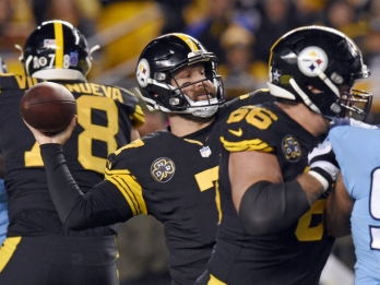 Roethlisberger throws 4 TDs, Steelers drill Titans 40-17