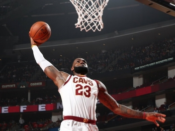 WATCH: Sons grade LeBron James' 39-point game vs Clippers
