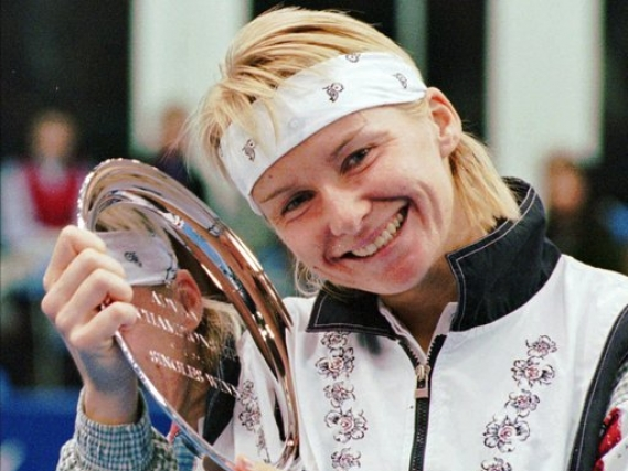 Former Wimbledon champion Jana Novotna dies at 49