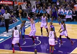 Kemba Walker dances into the lane for the score | ABS-CBN Sports