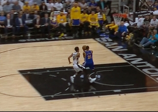 David West with the touchdown pass vs the Spurs