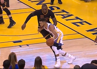Stephen Curry's dribbling shakes off LeBron James