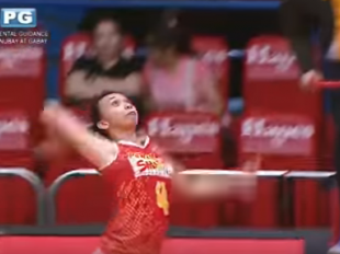 WATCH! Regine Arocha sends it all the way to the stands!