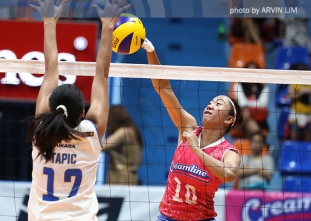 Pau Soriano ends the long rally with a high-flying spike