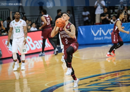 Rob Ricafort electrifies the UP crowd with his first basket!