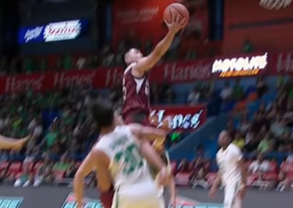 Jun Manzo fools the DLSU defense for the nifty layup