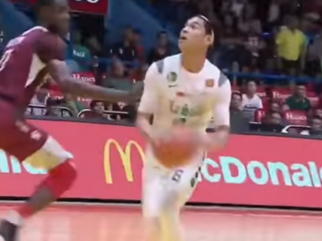 Ricci Rivero hits Ibra Outtara with the euro-step!