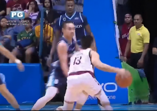 Jun Manzo crosses up Robbie Manalang for the sweet finish!