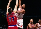 THROWBACK: Alonzo Mourning scores 50 on the Bullets in 1996-thumbnail3