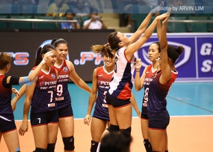 Petron blazes to 3-0, holds solo lead